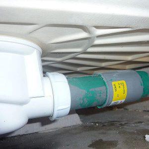 Réparation de fuite sur tuyau d'évacuation de douche